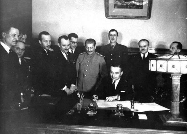 СОВЕТСКО-ФРАНЦУЗСКИЙ ДОГОВОР. Москва, 10 декабря 1944 г.