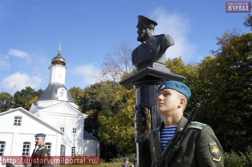 Почетный караул у памятника М.Д.Скобелеву