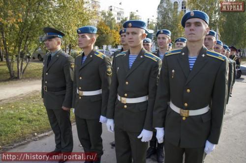 Почетный караул курсантов-десантников