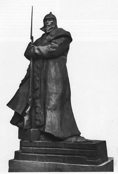 «Часовой». Стоящий на часах советский солдат уже ничем не напоминает часовых лейб- гвардии Гренадерского полка, а его постовой тулуп практически не изменился Скульптор Л. Шервуд, 1933 г.