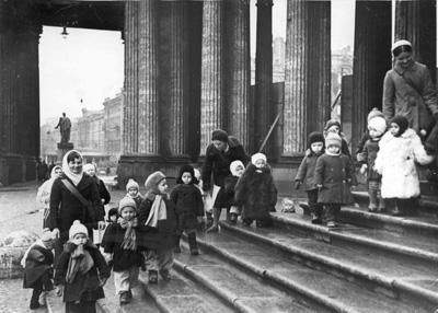 Детский сад-ясли № 237 Куйбышевского района Ленинграда Фото ЛенТАСС, 1941 г.