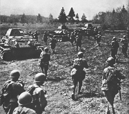 Бои на дальних подступах к Ленинграду. Контратака танкового и стрелкового подразделений
