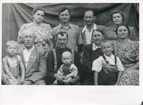 Большая семья Макаровых