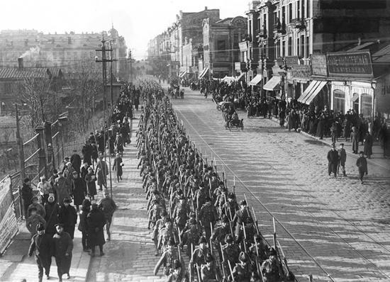 Колонна канадских интервентов во Владивостоке Декабрь 1918 г