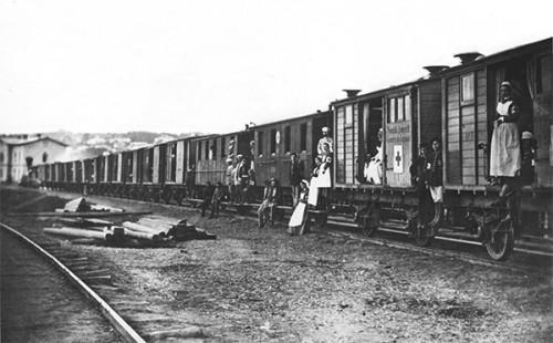 Санитарный поезд  с ранеными русской армии