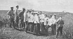 Генерал-инспектор артиллерии Великий князь Сергей Михайлович проводит с офицерами разбор стрельбы 1905 г.