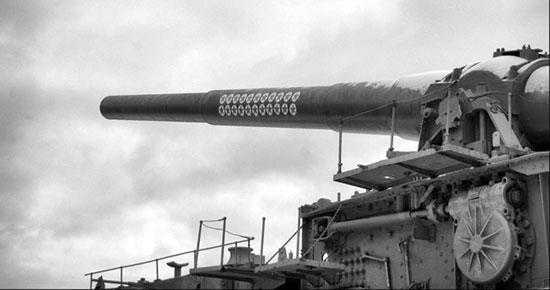 305-мм орудие на железнодорожном транспортёре