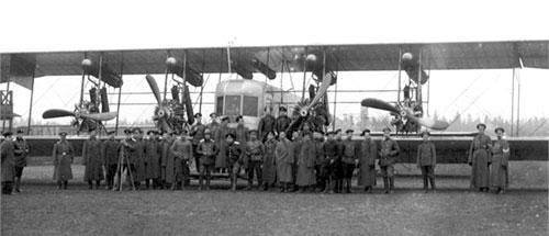 Экипаж «Ильи Муромца» составлял 5—8 человек. Однако вместе с наземной командой он доходил до 40 военнослужащих