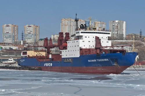 Дизель-электроход «Василий Головнин» ОАО «Дальневосточное морское пароходство»