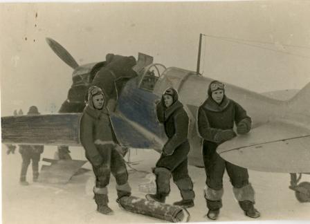 Летчики 172-го ИАП перед боевым вылетом. г. Люберцы, декабрь 1941 – январь 1942 гг.