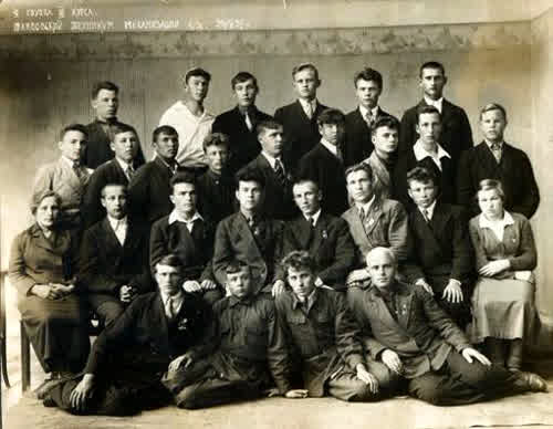 Тамбовский техникум механизации с/х 9 группа 3 курс. Отец третий слева в верхнем ряду.