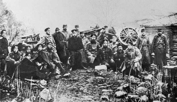 М.Д. Скобелев среди солдат и офицеров конной горной батареи. 1878 г.