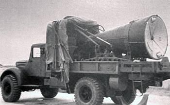 Головная часть ракеты Р-12 на грузовом автомобиле МАЗ-502