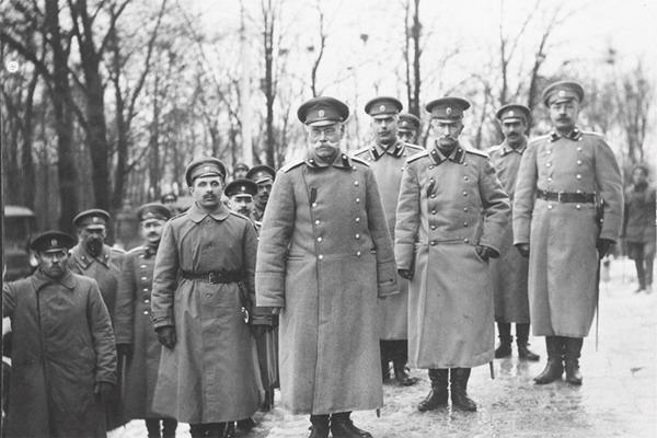 Генерал-адьютанты М. В. Алексеев и А. А. Брусилов. 1917 г.