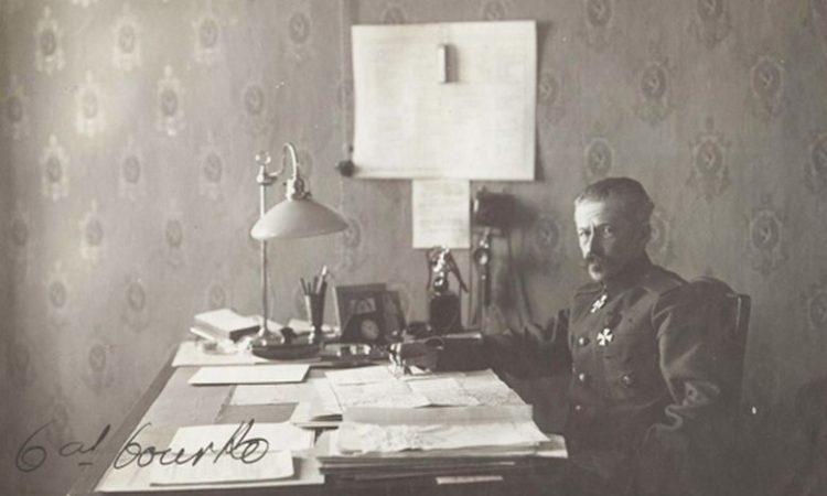 В. И. Гурко за работой.