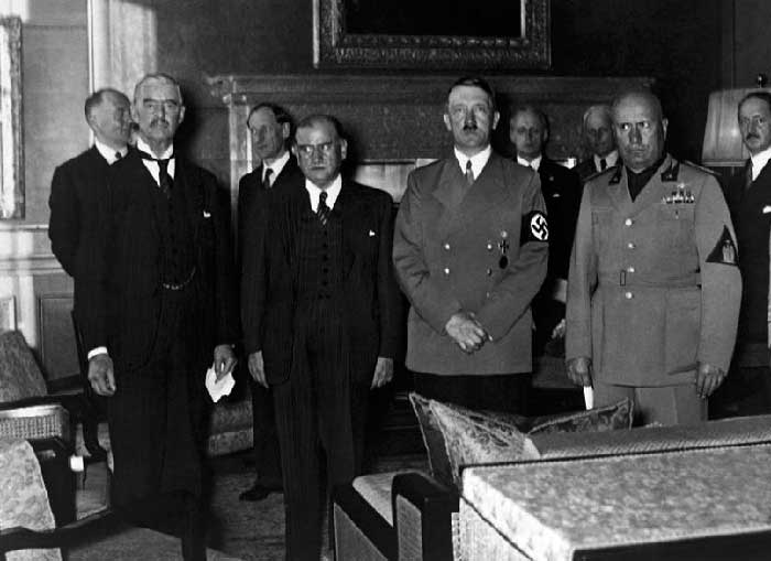 После подписания Мюнхенского соглашения. Слева направо: Н. Чемберлен, Э. Даладье, А. Гитлер, Б. Муссолини