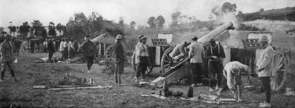 Французская батарея в ходе наступления в Шампани.