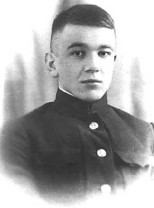 Выпускник Военно-морского училища имени Фрунзе лейтенант Л.Г. Осипенко. 1941 г.
