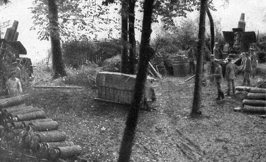 Германские 210-мм гаубицы на позиции.