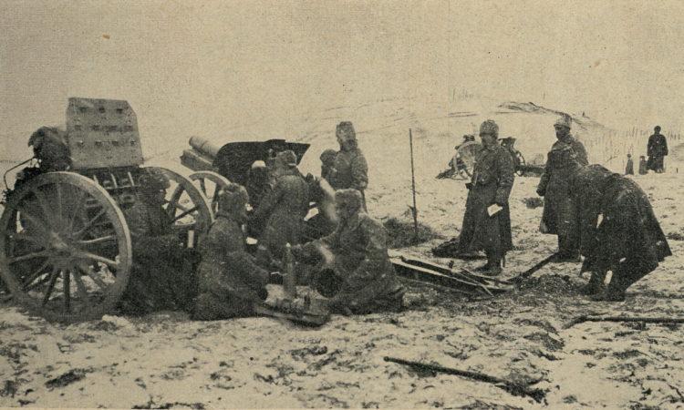 Русская гаубичная батарея в бою.
