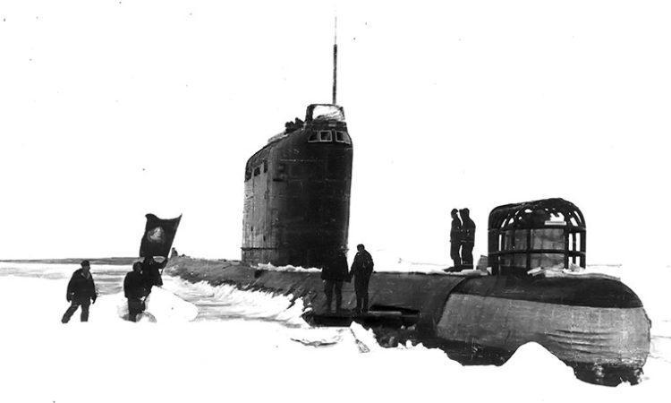 Первая на Тихоокеанском флоте атомная подлодка проекта 658 «К-178» во время трансарктического перехода. Всплытие во льдах. 1963 г.