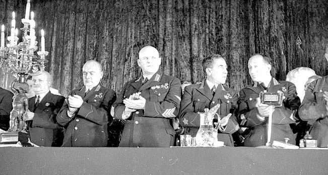 Президиум торжественного собрания в честь создания «Жуковки» (в центре — начальник ВВС РККА А.Д. Локтионов). 23 ноября 1938 г.