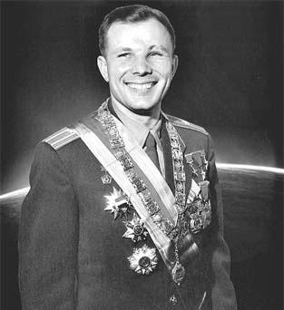 Первокурсник Военно-воздушной инженерной академии имени профессора Н.Е. Жуковского — первый космонавт планеты Земля Ю.А. Гагарин. 1961 г.