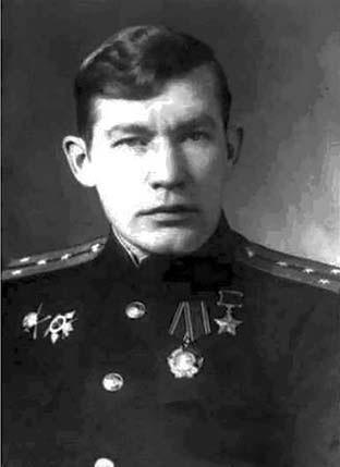 Герой Советского Союза капитан И.П. Барченко-Емельянов 1944 г.