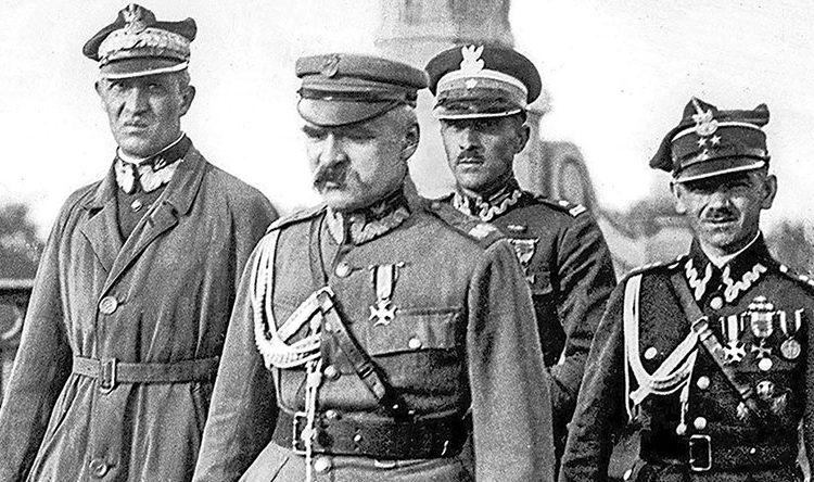 Ю. Пилсудский с приспешниками во время кровавого государственного переворота 12—14 мая 1926 г.