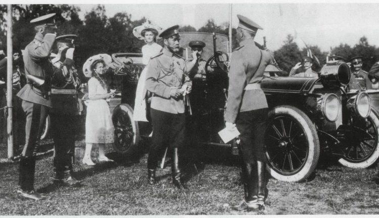 Государь Император на маневрах в Красном Селе. Автомобиль – Мерседес А. Кегрес. 1912 г.