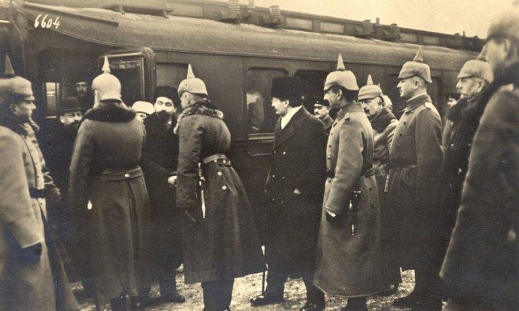 Брест: Заклятый «друг» русского народ Л. Д. Троцкий – глава русской миссии на переговорном процессе в Брест-Литовске.
