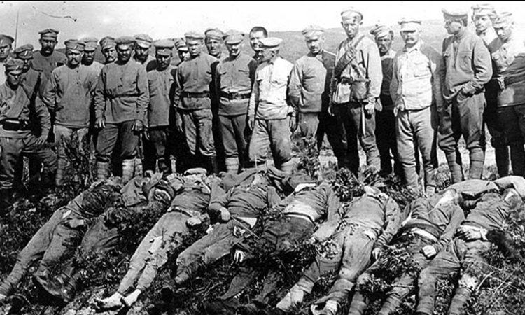 Чехословацкие убийцы после кровавой расправы не стеснялись позировать и выставлять напоказ свои жертвы