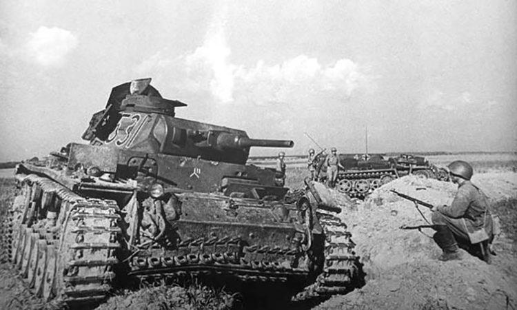 Танк Т-III и бронетранспортёр Sd.Kfz.253 на участке обороны 7-й роты