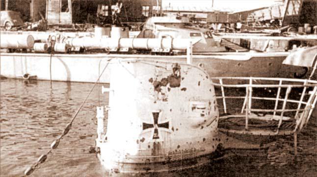 Немецкая подлодка U-9, потопленная ВВС Черноморского флота в Констанце 20 августа 1944 г.