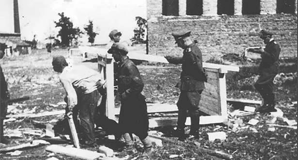 Советские военнопленные в лагере. г. Смоленск. 1941 г.
