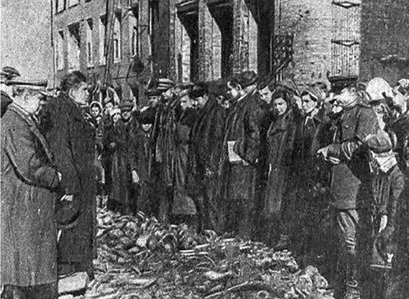 Митинг над останками мирных граждан и военнопленных, погибших в лагере № 126. г. Смоленск.